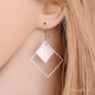 Natural White Shellfish Earrings