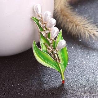 Vintage  Imitation Pearl Flower Brooch
