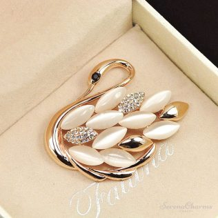 Lovely Swan Brooches For Women